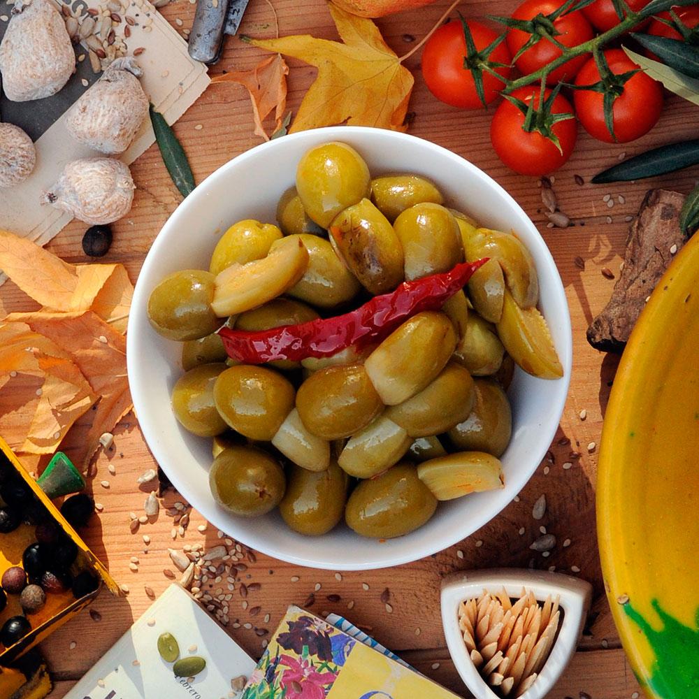 Aceitunas rellenas de Berenjena de Berenjenas Romero, sugerencia de presentación
